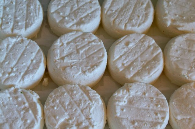 Soupe de potimarron au fromage frais de brebis et lardons